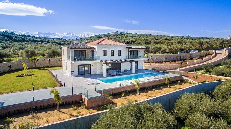 Helios Luxury Stone Villa, casa vacanza a Aspro