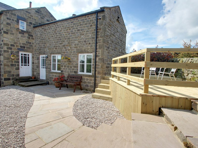 OWL COTTAGE, cosy, romantic, kingsize, patio, near Pateley Bridge, Ref 952048, location de vacances à Sawley