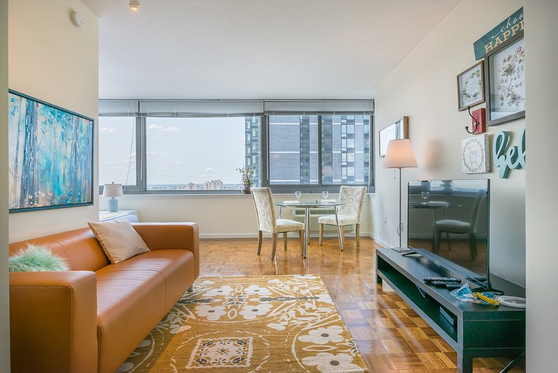 LUXURY APARTMENT,GYM,STATUE OF LIBERTY VIEWS-ZEN SUITES-27QD, holiday rental in Bayonne