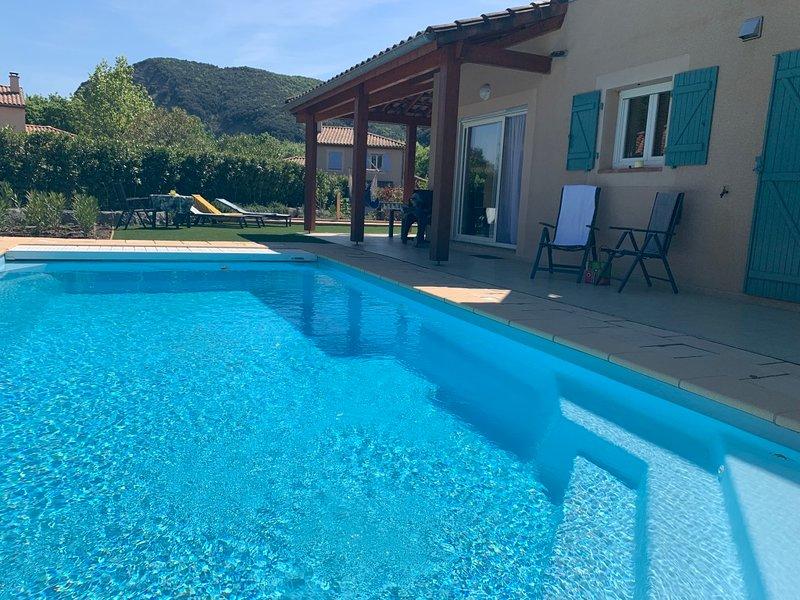 Villa des Montagnes voor 8 personen met privézwembad, location de vacances à Vallon-Pont-d'Arc