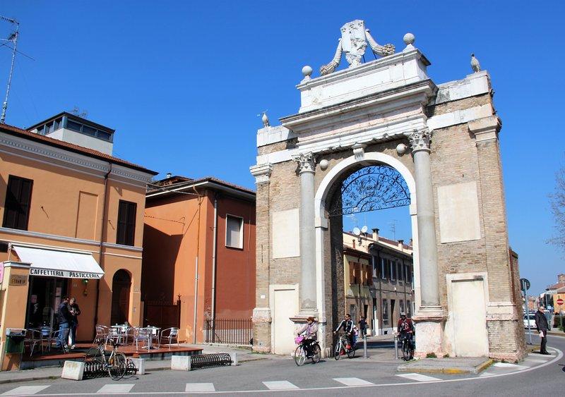Appartamento con balcone, centrale, ingresso indipendente, casa vacanza a Ravenna