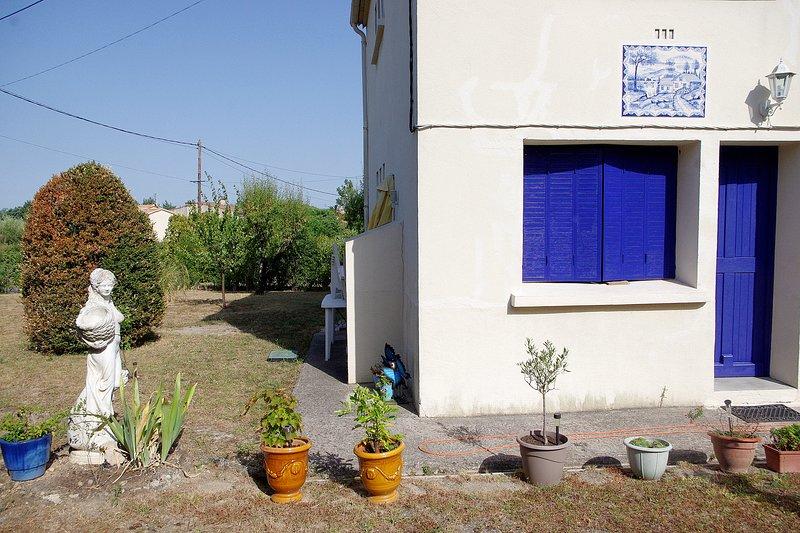 l'appartement et une vue sur la partie de jardin qui vous est dédiée