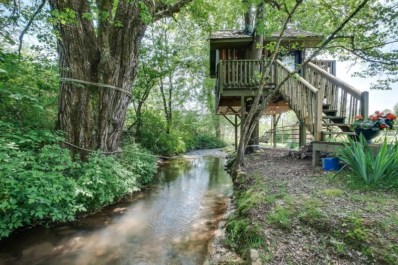 Glamping Treehouse North Sungate Farms Has Secure Parking