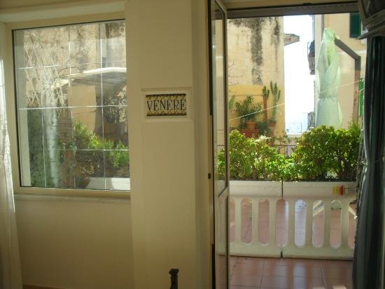 casa lady,  rooms with private bathroom and free wi fi, vacation rental in Maiori