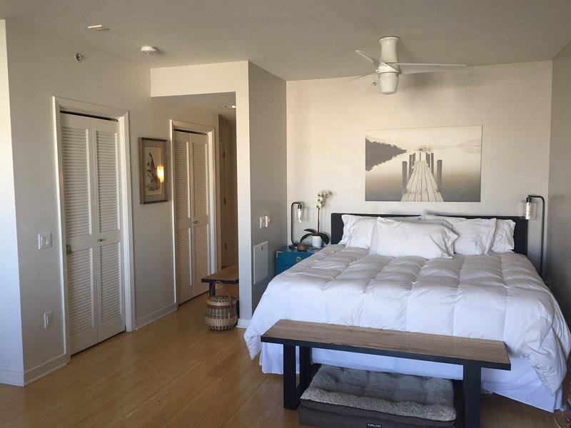 Luxury Condo Above Whole Foods in Sunny Potrero w/ Rooftop, alquiler vacacional en San Francisco