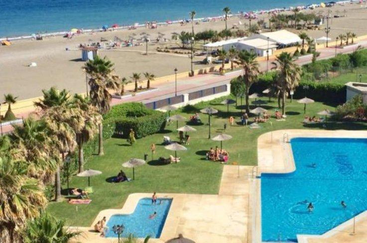 La Noria IV. Primera Línea, piscina,parking. Terraza y Jardín privado, aluguéis de temporada em San Luis de Sabinillas