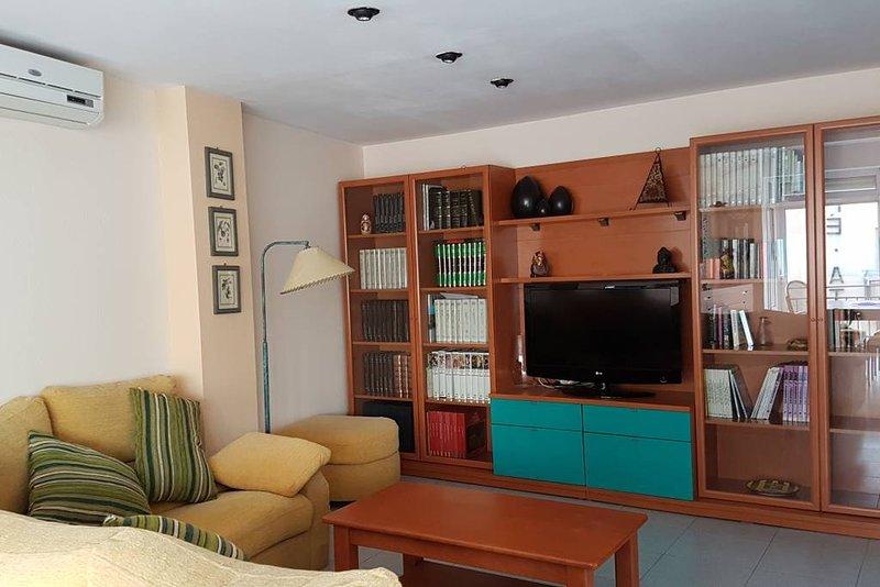 Apartamento amplio y luminoso en el precioso pueblo dels Guiamets (Priorat), holiday rental in Miravet