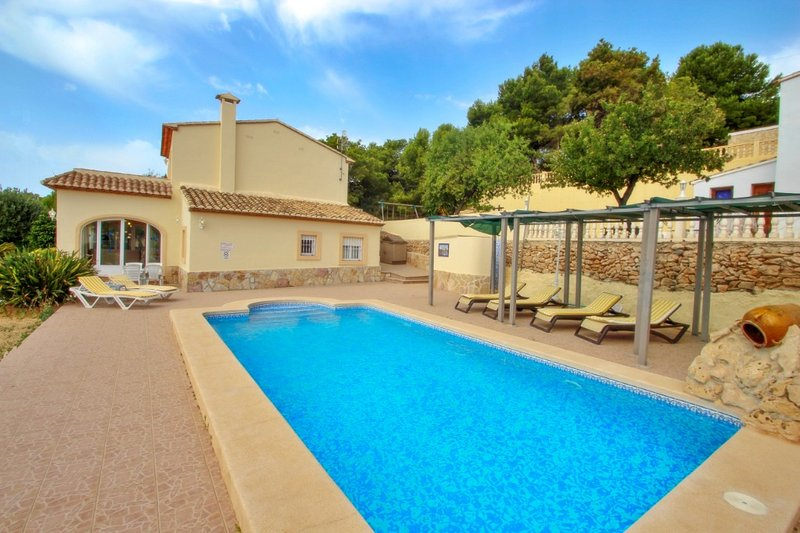 Estrelizia - pretty holiday property with garden and private pool in Calpe, holiday rental in Calpe