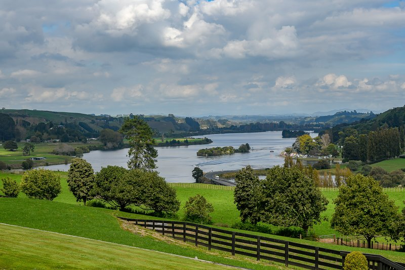 The view of Lake Karapiro from the lodges front lawn.