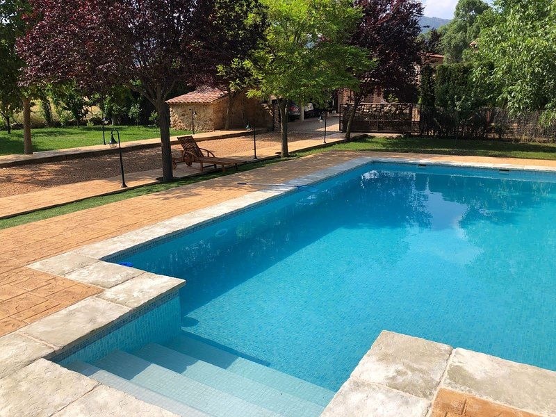Beautiful house with pool access, holiday rental in Povedilla