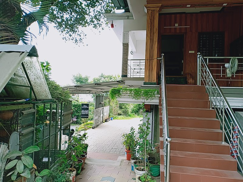 WHITE CLOUDS COTTAGE - DELUXE VILLA, holiday rental in Idukki District