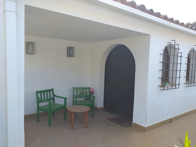 Large private garden 5min from Calonge's beach, vacation rental in Calonge