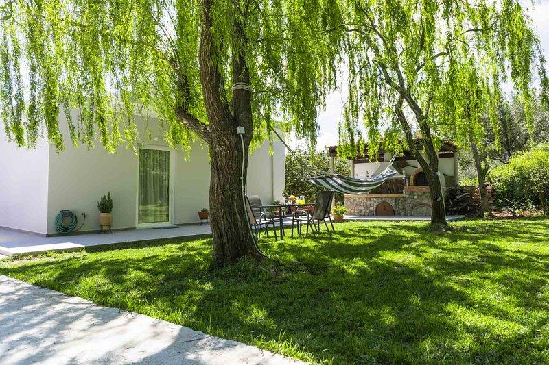 Liofyto House | Private Garden, Near The Beach, vacation rental in Platanias