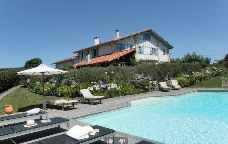 Amazing villa with swimming-pool, holiday rental in Villefranque