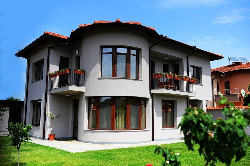 Guest House Katerina Rila monastery, alquiler de vacaciones en Pastra