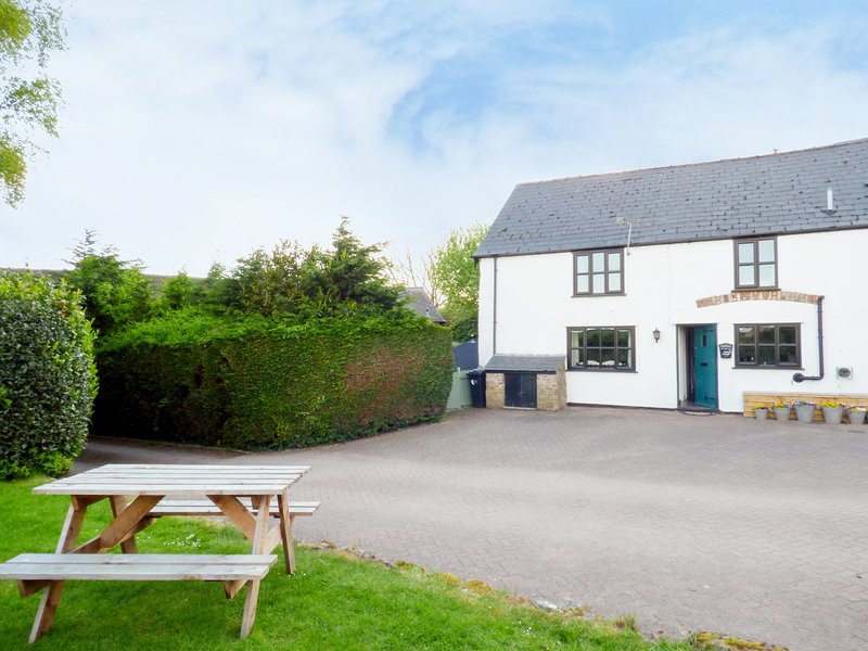 APRIL COTTAGE, breakfast bar, countryside, pet friendly, in Ross-on-Wye, Ref, holiday rental in Ross-on-Wye