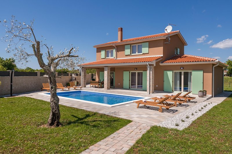 Villa Matea with private pool and barbecue, holiday rental in Butkovici