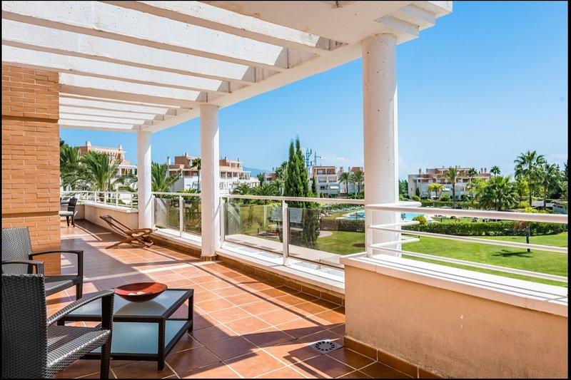 Amazing View & Huge Terraces at Dunas Green!, location de vacances à Cancelada