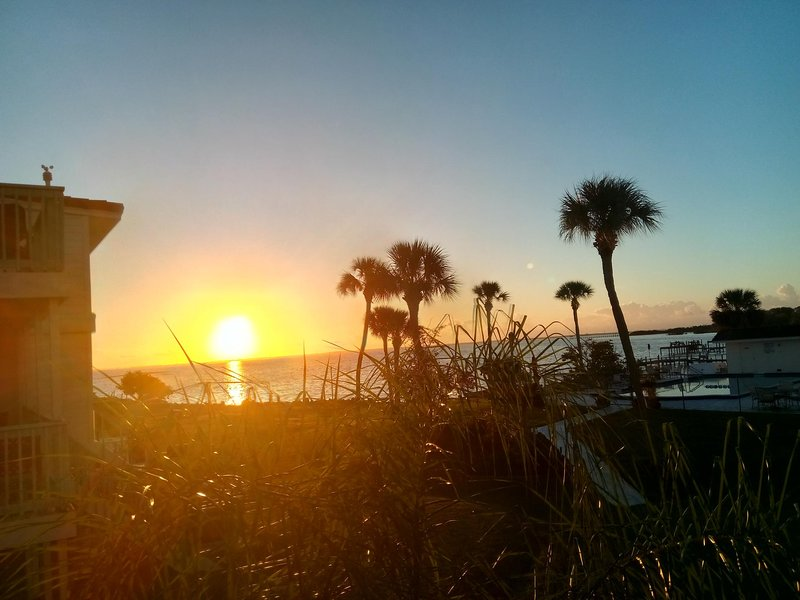 Family Beach House Getaway, holiday rental in Titusville