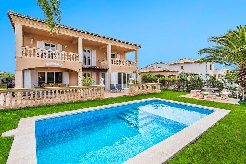 VILLA LAGO, Ferienwohnung in Port d'Alcúdia