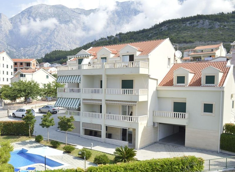 One bedroom apartment Promajna, Makarska (A-17160-a), aluguéis de temporada em Bast