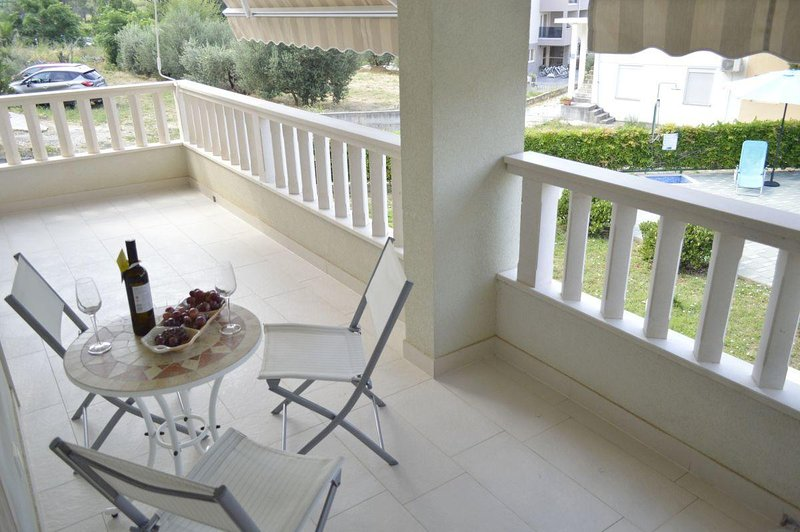 Promajna Apartment Sleeps 4 with Air Con - 5791761, aluguéis de temporada em Bast