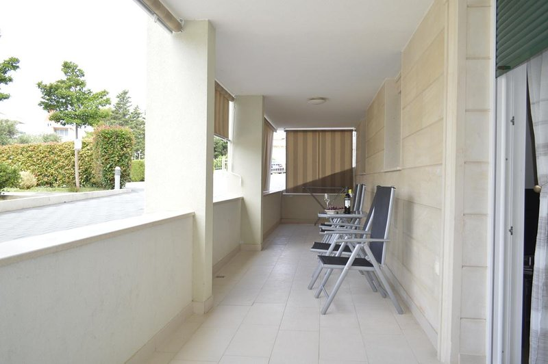 Promajna Apartment Sleeps 5 with Air Con - 5791760, aluguéis de temporada em Bast