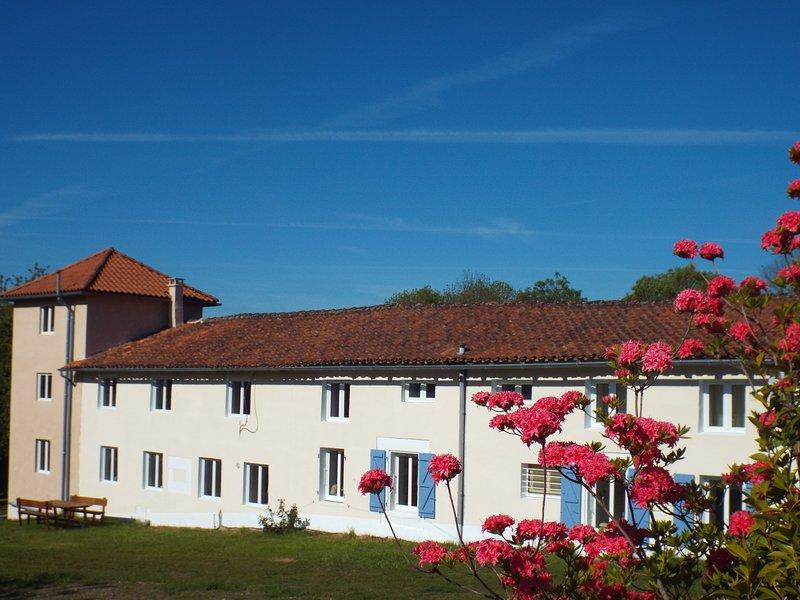 Chez Broche Private Lake & Pool, location de vacances à Yvrac-et-Malleyrand