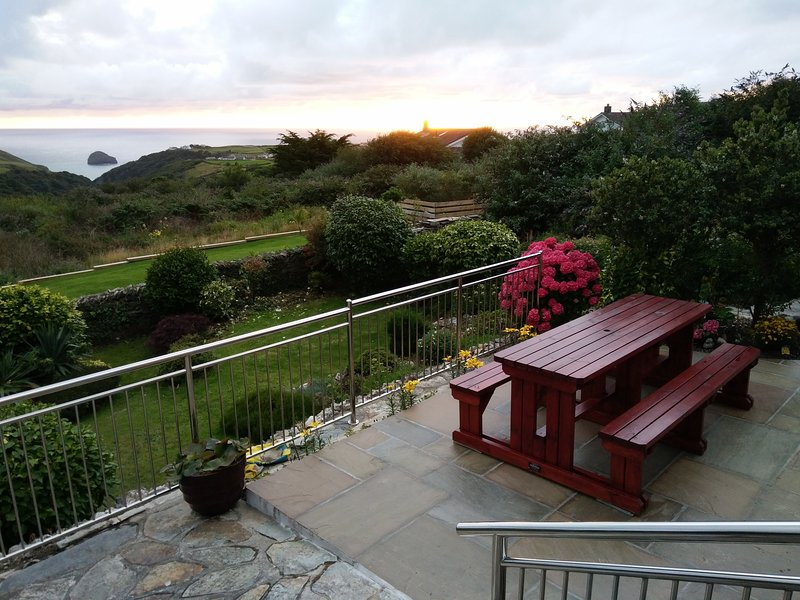 Stunning Sea Views from Tintagel Cottage, holiday rental in Tintagel