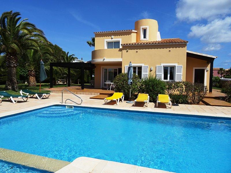 Great Luxory Villa in Son Blanc, Ciutadella de Menorca, a 300mt de la playa, vacation rental in Ciutadella