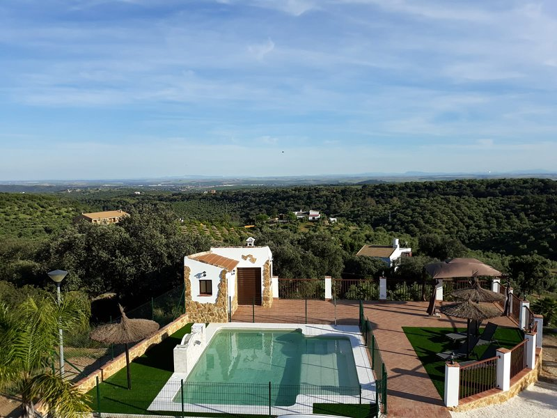 Big villa with swimming-pool & Wifi, casa vacanza a Rivero de Posadas