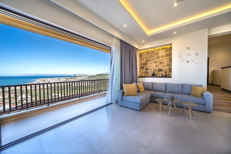 Golden View Luxury Villa, 800m From Platanias Sandy Beach Chania, alquiler de vacaciones en Creta