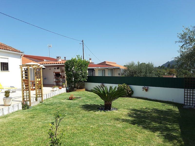 Casa con vista a la montaña, alquiler vacacional en Avelar