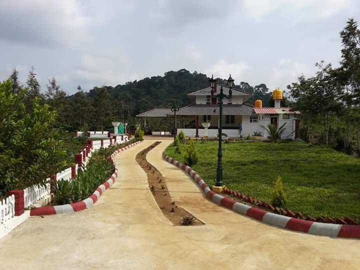 Coorg Creek Dale -River Valley Bungalow, alquiler de vacaciones en Bhagamandala