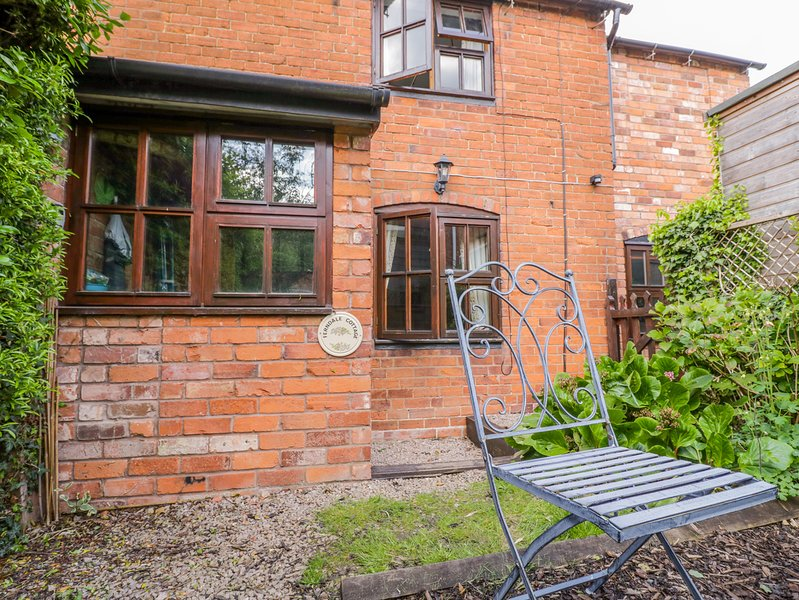 FERNDALE COTTAGE, WiFi, dog-friendly, Colwall, holiday rental in Cradley