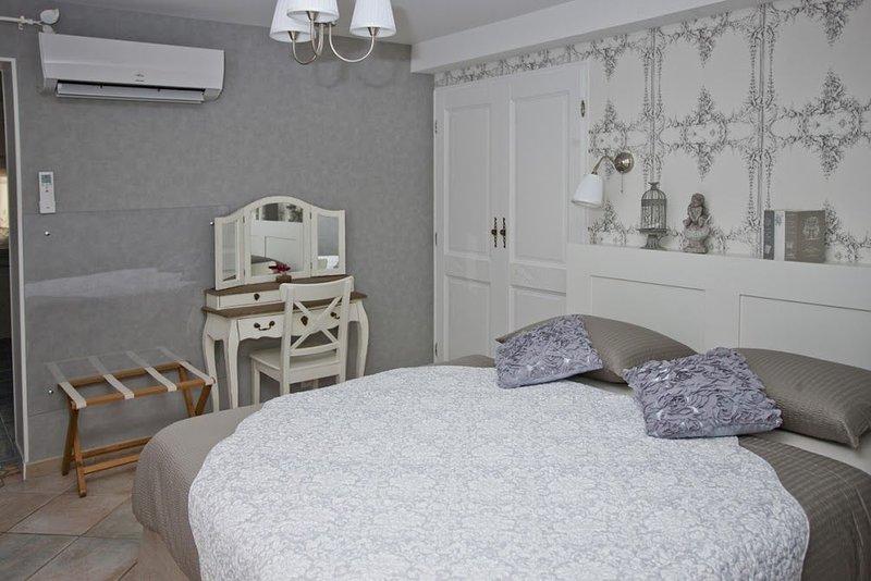 Gite Suite terasses, holiday rental in Venejan