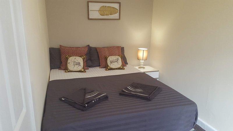 Dragon - Muirdrum House 3 Bedroom Home, holiday rental in Renfrew