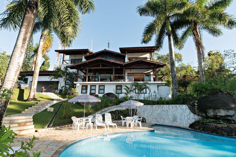 Casa Bela Vista, Mansão em Ubatuba, Vista pro Mar, holiday rental in Praia do Itamambuca