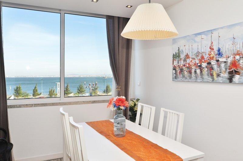 Blue&Bright Apartamento T1 com vista rio para 4pax, vacation rental in Montijo