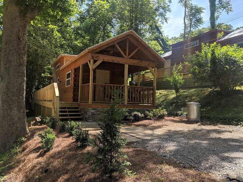 Ani Cabin - Rustic Forest, Foot of Lookout Mtn, Close to downtown, location de vacances à Lookout Mountain