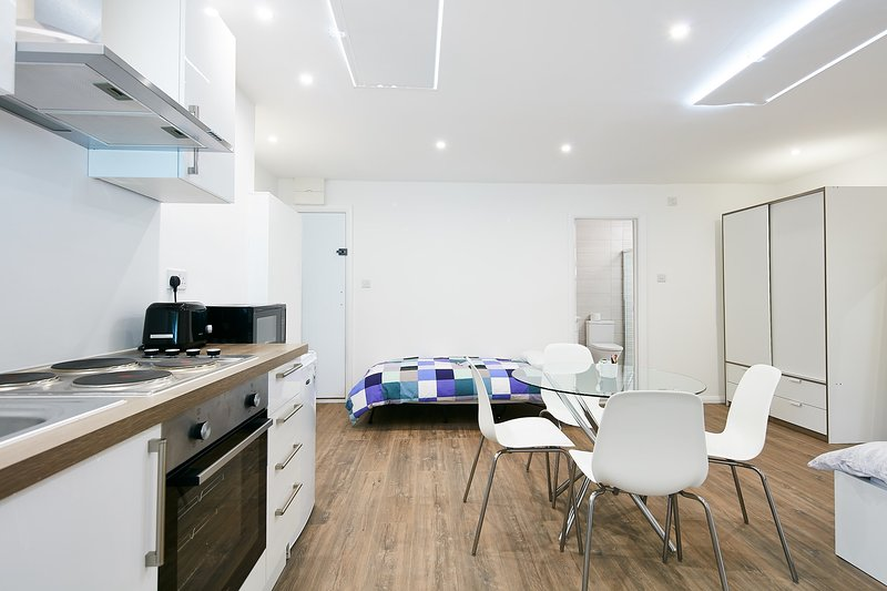 Charmstay Studio Large, holiday rental in Colney Hatch