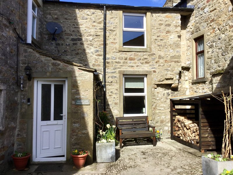 COATES LANE FARM COTTAGE, pet friendly, character holiday cottage with open, casa vacanza a Kettlewell