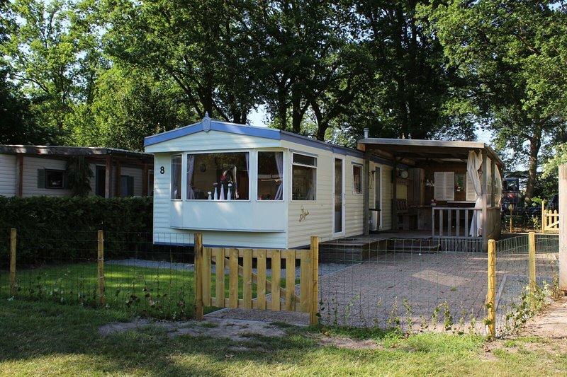 Heerlijke praktische stacaravan, holiday rental in Ommen