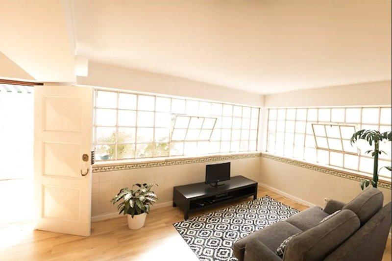 2 Bedroom Garden House - Sol do Murtal, casa vacanza a Parede