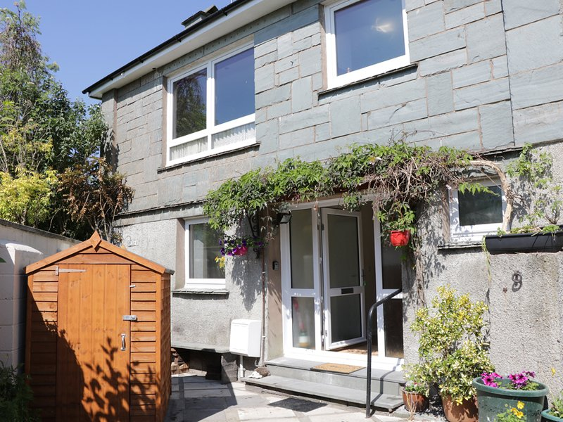 JAKANORI, sleeps six, king size, courtyard, pet friendly, Staveley, Ref 956372, holiday rental in Staveley