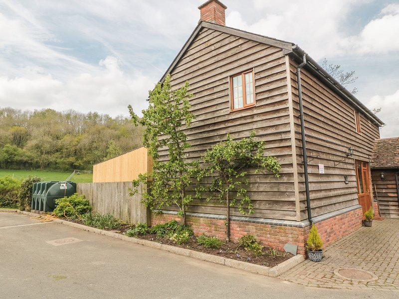OWL BARN, Hot tub, lawned garden, pet-friendly, fantastic touring base, vakantiewoning in Dymock