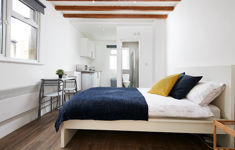 Charmstay Apartment Studio, holiday rental in Colney Hatch