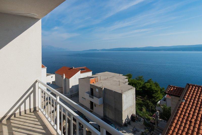 Balcón y vistas al mar.