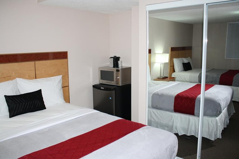 IACC Centers Hotel Downtown Windsor, vacation rental in Harper Woods