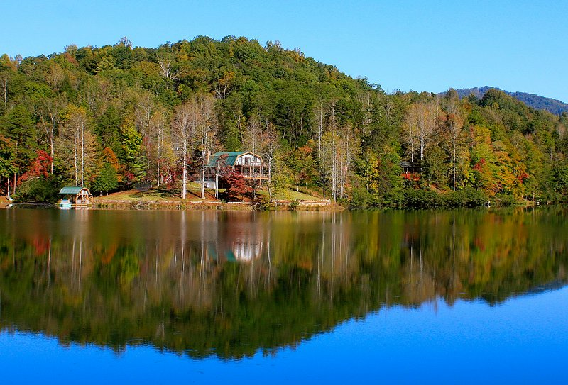 Lodge on Mirror Lake – semesterbostad i Lake Lure